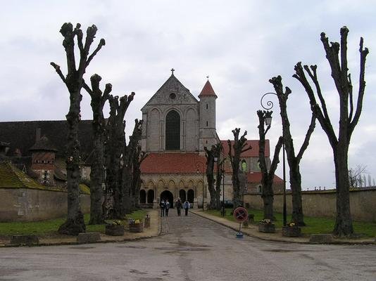 Flickr Pontigny_abbey_front.jpg