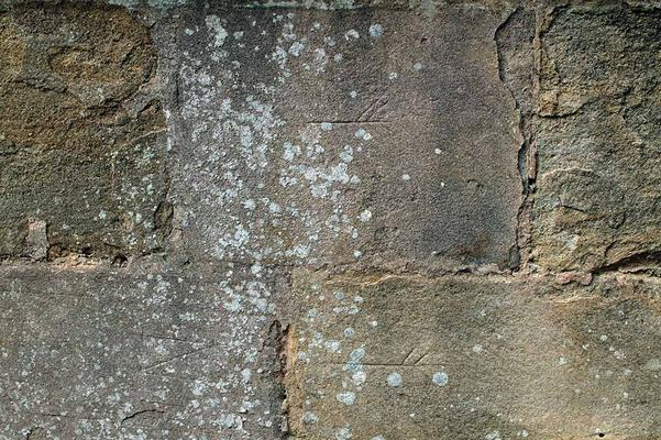 800px-Stone_Mason_marks_as_seen_in_the_Chapter_House_of_Fountains_Abbey.jpg
